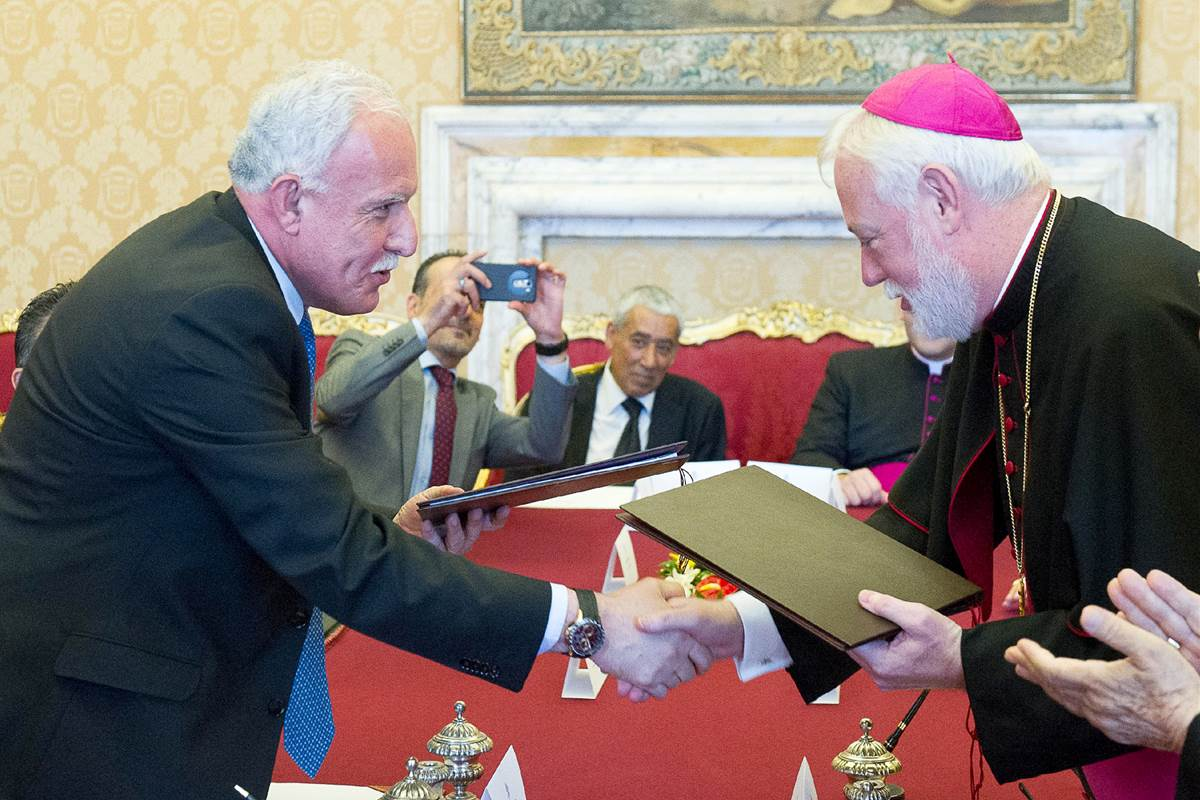 hcef.org_media_images_150626-palestine-vatican-sign-treaty-yh-0905a_44ca904679b9baf9ff708aa6554bef4c_nbcnews-fp-1200-800