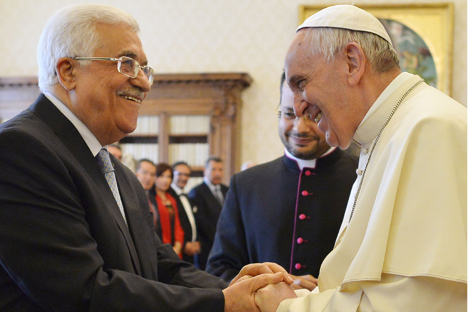Pope Francis (R) shakes hands with Palestinian authority President Mahmud Abbas (L) after they exchanged gifts during a private audience on May 16, 2015 in Vatican.  AFP PHOTO POOL / ALBERTO PIZZOLIALBERTO PIZZOLI/AFP/Getty Images