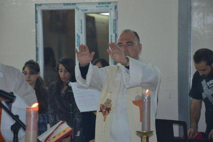Mass_dedicating_Our_Ladys_church_at_the_refugee_camp_in_Baghdad_Nov_13_2015_Credit_Amigos_de_Irak_via_Facebook_CNA