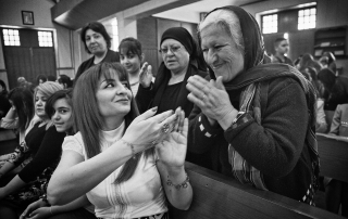 4.4..2015, Kirkuk,Iraq: Najiba inside the church greets another christian from Kirkuk during the Easter celebration.