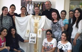 20160608T1117-0134-CNS-IRAQIS-POPE-CHASUBLE