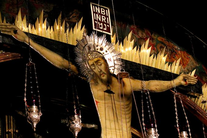 Crucifix_inside_the_Church_of_the_Holy_Sepulchre_in_Jerusalem_May_23_2014_Credit_Lauren_Cater_CNA_CNA_2_9_15