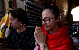 a-christian-prays