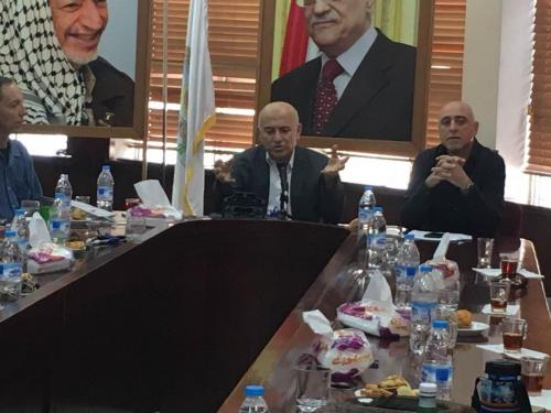 Mayor of Nablus speaks to group